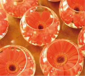 Glass bowls with flowers