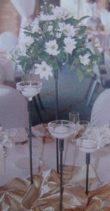 floating-candelstick-with-white-flowers