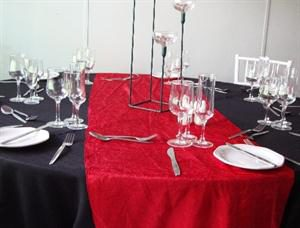 Red Runner & black tablecloth setting