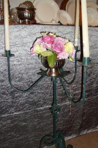 wrought-iron-candelabra-onion-twist-with-3-candles-flowers