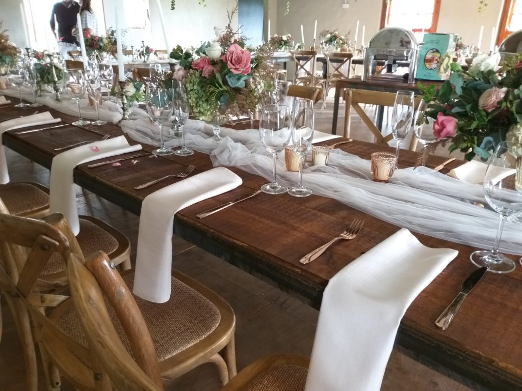 Brown picnic table & crossback chairs